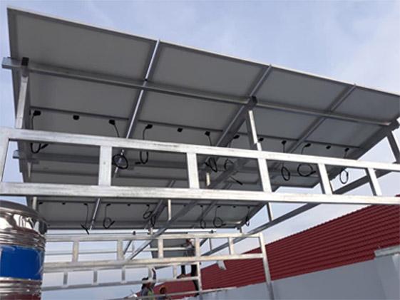 khung giá đỡ pin mặt trời làm mái để xe