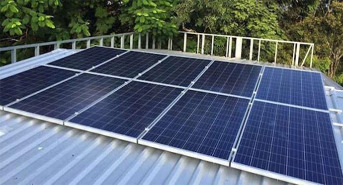 khung giá đỡ pin mặt trời trên mái tôn